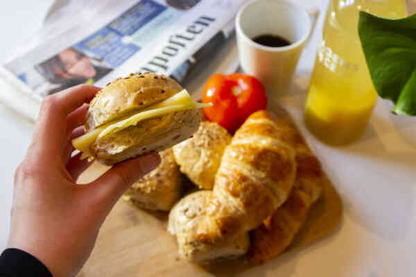 FROKOST: Få frokosten levert på døren med Morgenlevering. Foto: Synne Knutsen