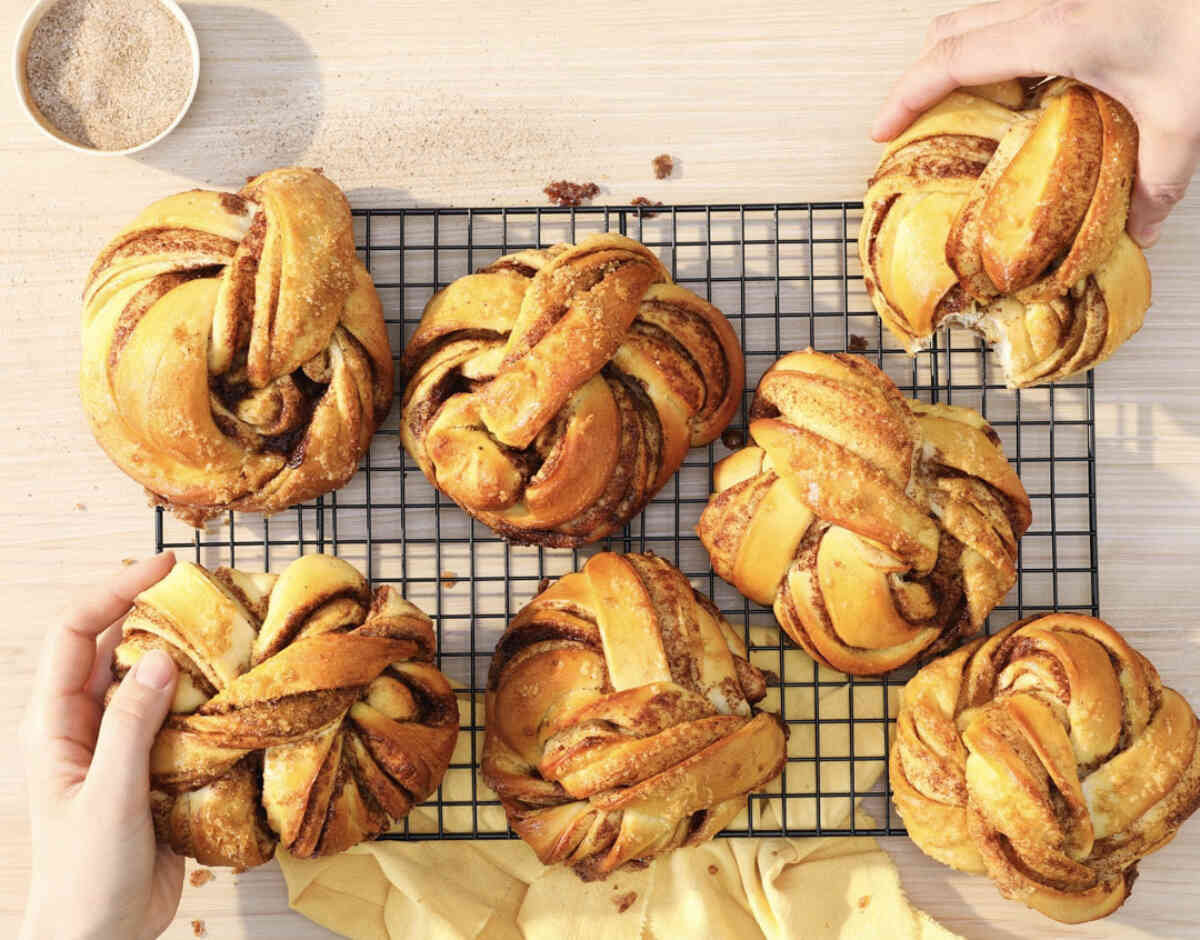 KANELBOLLER: Hva med noen ferske kanelboller til frokost? Foto: Morgenlevering/Natalie Natalja Twelve