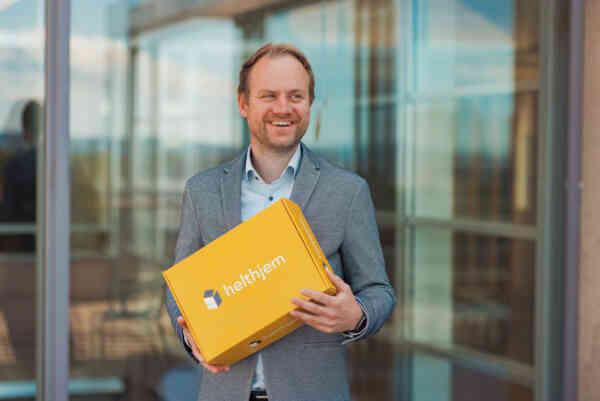 FORNØYD: Anders Lunde Angen, daglig leder i Helthjem Netthandel, ser frem til å ønske de nye ansatte velkommen i selskapet. Foto: Helthjem/Oda Hveem